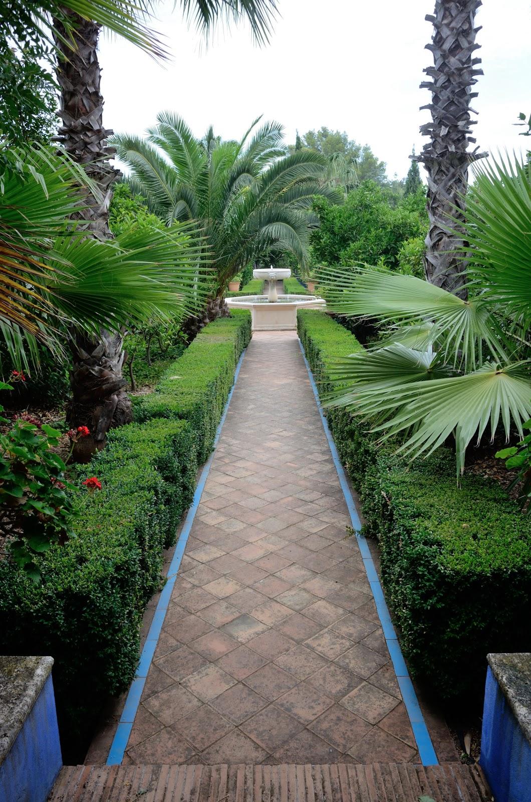 Calle anglada le jardin m diterran en de l 39 albarda for Le jardin catalan