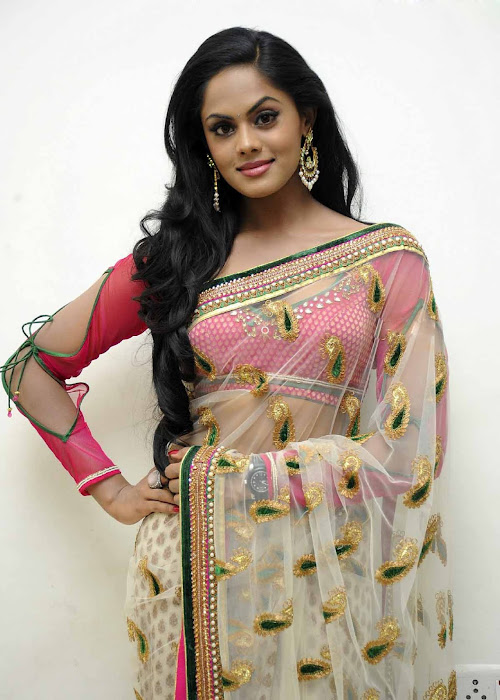 karthika cute stills