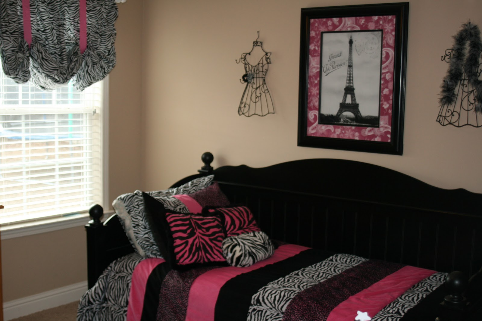 The Weed Family: Paris Themed Room.......almost