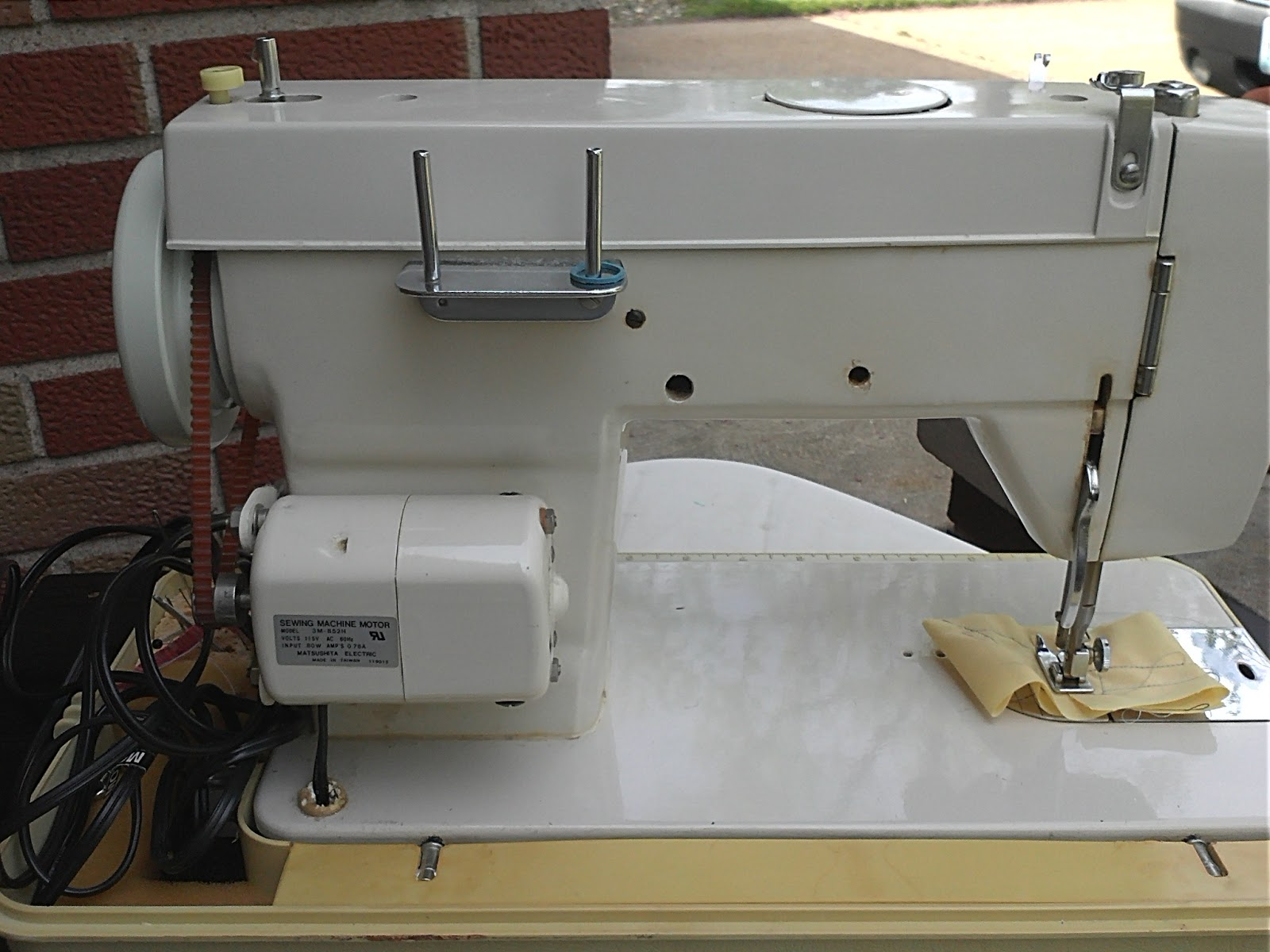 dressmaker sewing machine 2402