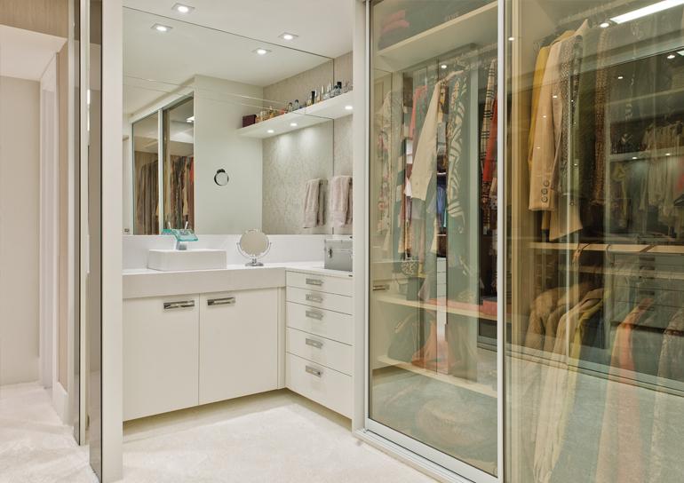 Construindo Minha Casa Clean Closets Pequenos e Grandes  com Bancadas de Make! -> Closet Com Banheiro Integrado Pequeno