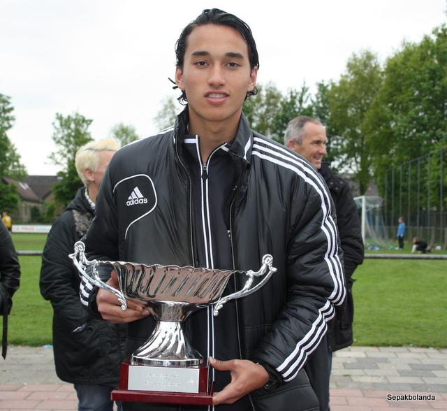 "Prediksi Skor Tottenham Vs Ajax Amsterdam: Catatan Info Bola : Kuis Berhadiah Jersey Ajax ""Walian"""