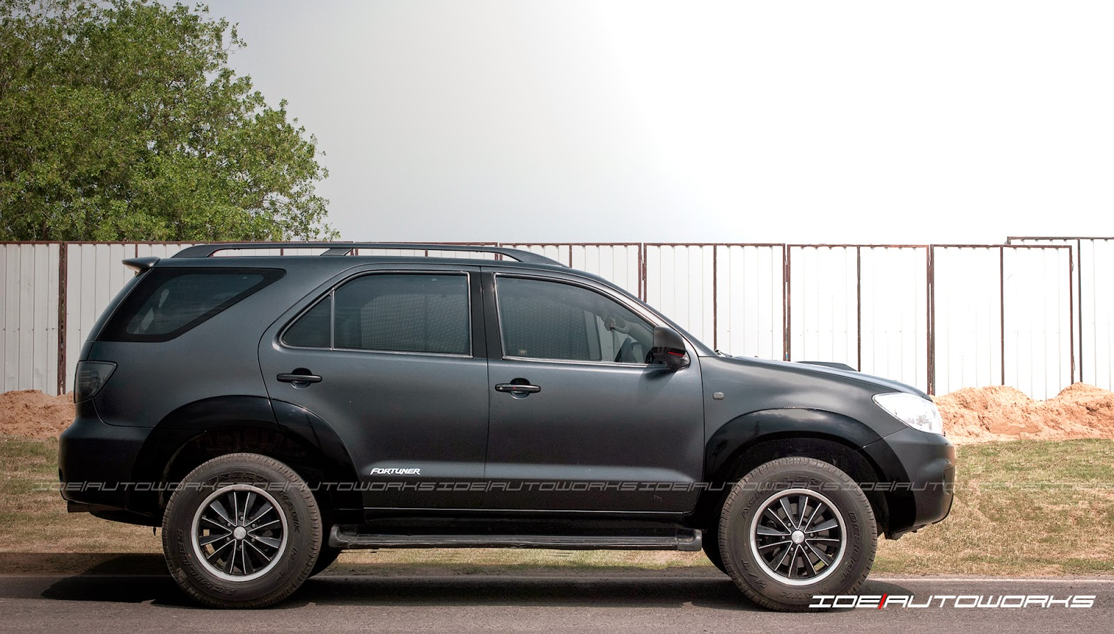 Toyota Fortuner Satin Matte Black Full Car Wrap Ide