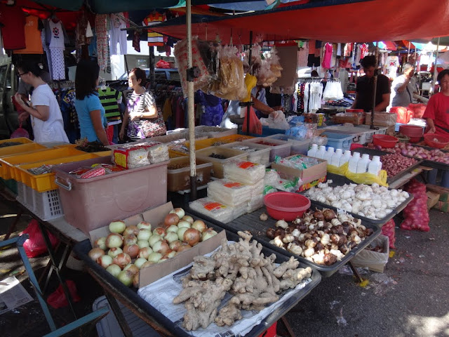 Garlic, Ginger, Onion and dried spices at the morning market in Malaysia