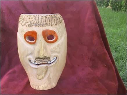 Mascara em madeira III