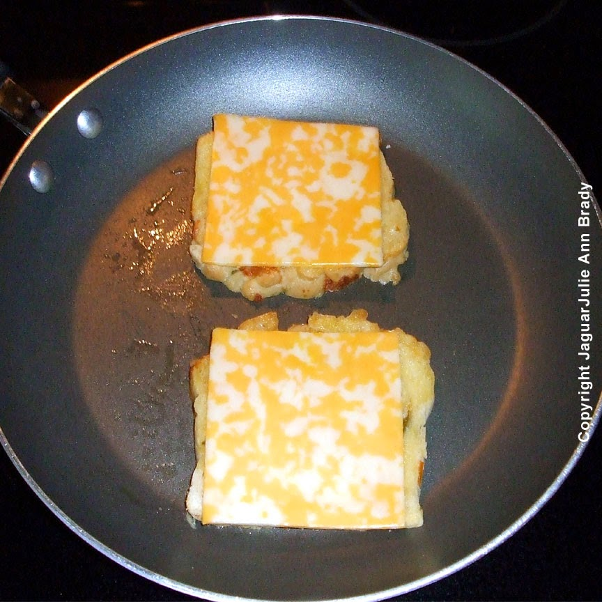 colby jack cheese on bread for spicy grilled cheese sandwich