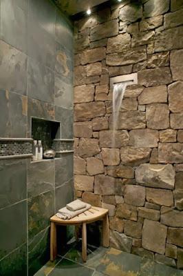 Desain Kamar Mandi dengan sebuah Batu Alam