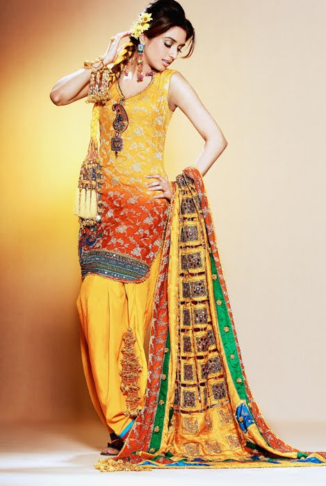 Mehndi Dresses Shalwar Kameez For Girls : Exclusive mehndi outfits eastern dress designs