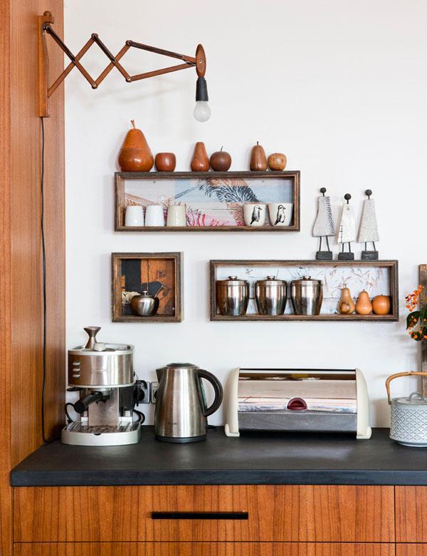 Comprar apliques de madera estilo escandinavo y danés. Lámparas de pared con brazo de madera vintage.