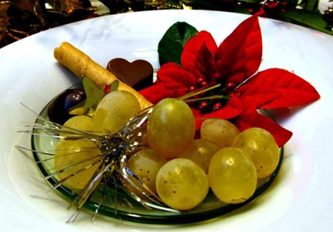 El origen de las doce uvas y otras tradiciones de nochevieja for Puerta del sol uvas