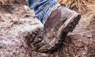 Mengapa Harus Melepas Sepatu dalam Rumah?