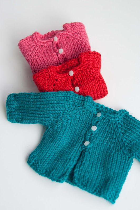 Knitting Patterns For Waldorf Dolls : Aesthetic Nest: Knitting: Waldorf Doll Cardigans