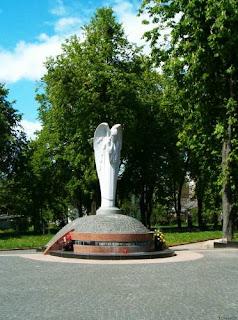 Памятник с ангелом Холм Ваза. Габбро-диабаз Ростов-на-Дону