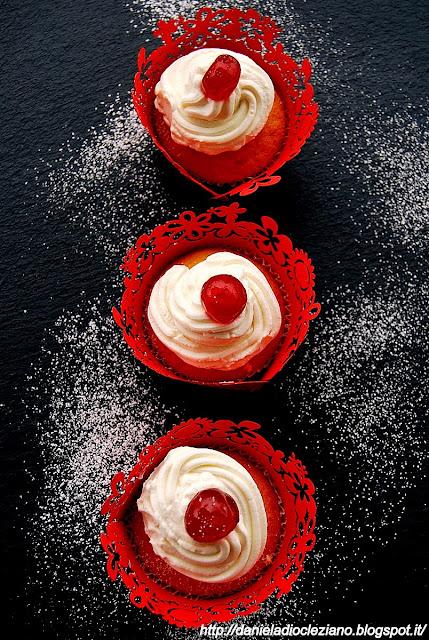cupcakes dolci all'olio d'oliva con cuore di confettura più frutta goji