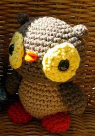 http://translate.google.es/translate?hl=es&sl=en&tl=es&u=http%3A%2F%2Famigurumipatterns.blogspot.com.ar%2F2012%2F03%2Flittle-owl-pattern-for-our-first.html