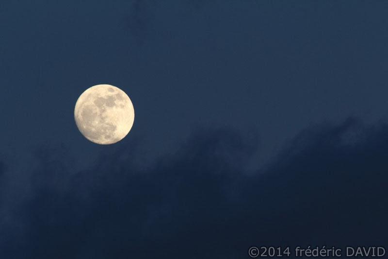 ciel nuages Lune aérien espace