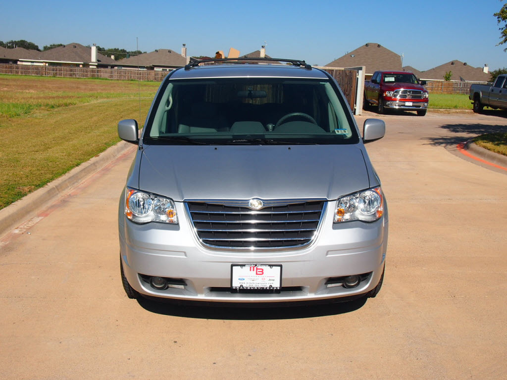 used 2009 chrysler town country van bright silver 41 979 miles texas car deal dealership dealer. Black Bedroom Furniture Sets. Home Design Ideas