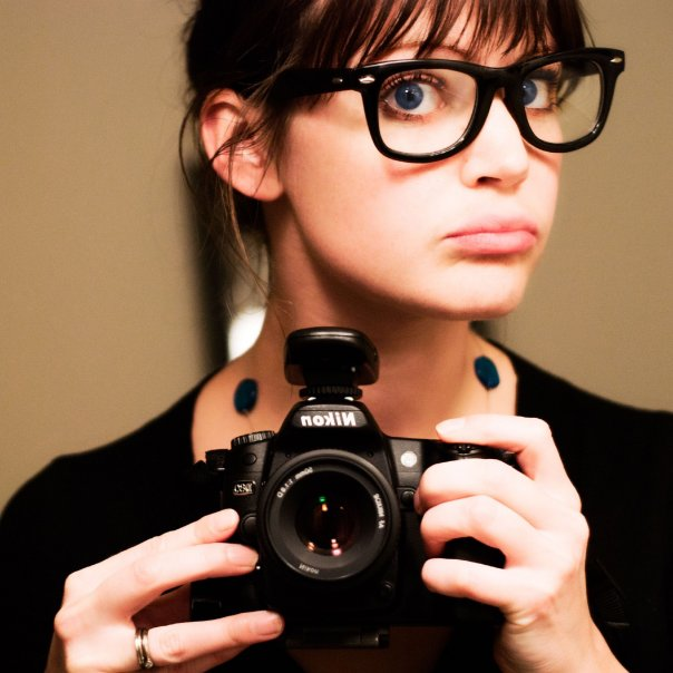 http://2.bp.blogspot.com/-kvD1wxiHBXk/TaGt7nKMSTI/AAAAAAAAAEI/LVG-4JV-RuE/s1600/glassesgirl.jpg