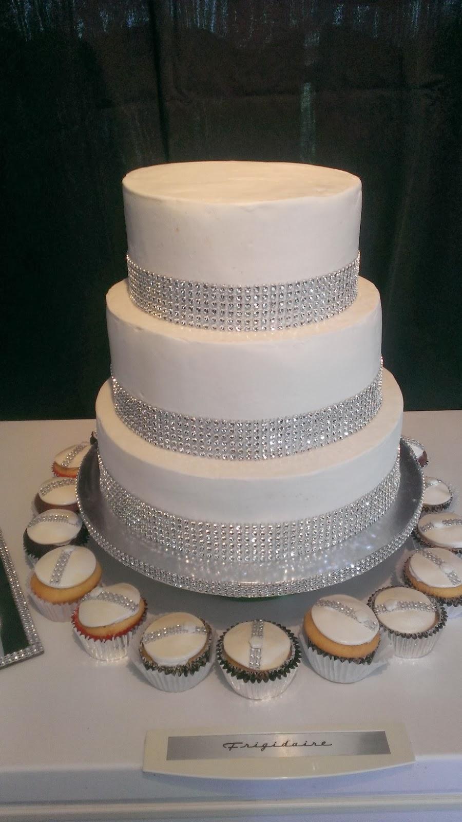 HAPPY CAKES Bling Wedding Cake