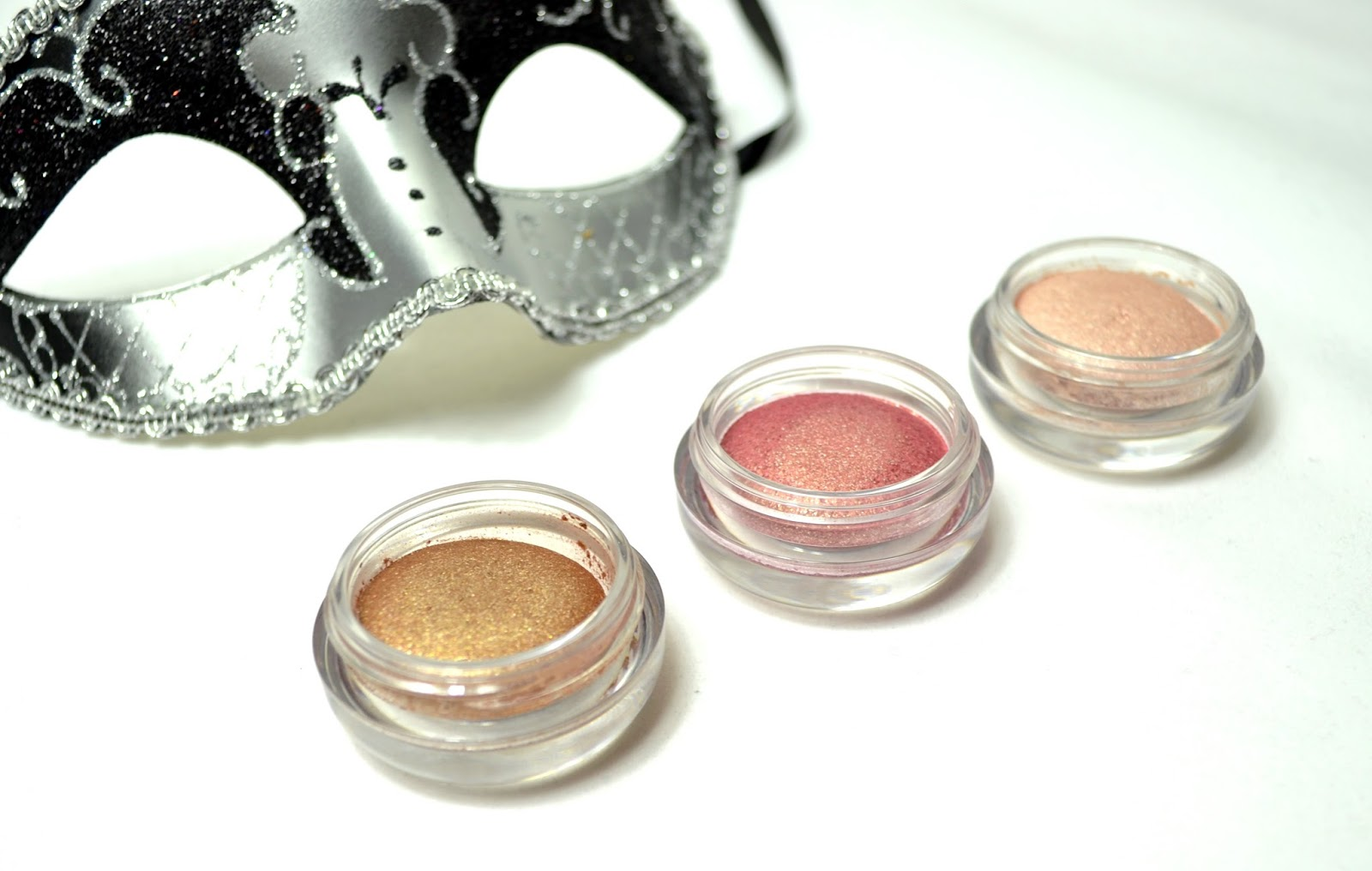 http://www.dreamingsmoothly.com/2014/02/missha-jewel-star-eyes-ces-dupes-des.html