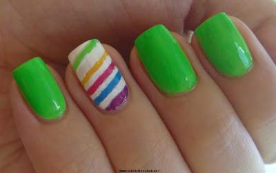 Bello diseño con rayas para uñas largas, bonitas
