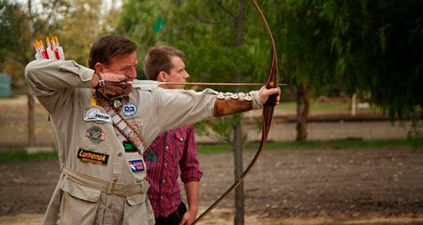 Byron Ferguson, su arco y su hijo