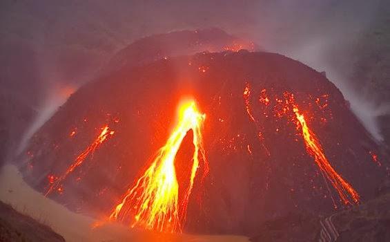 Gunung Kelud Meletus