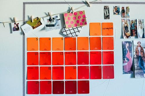kolorowy kalendarz z karteczek
