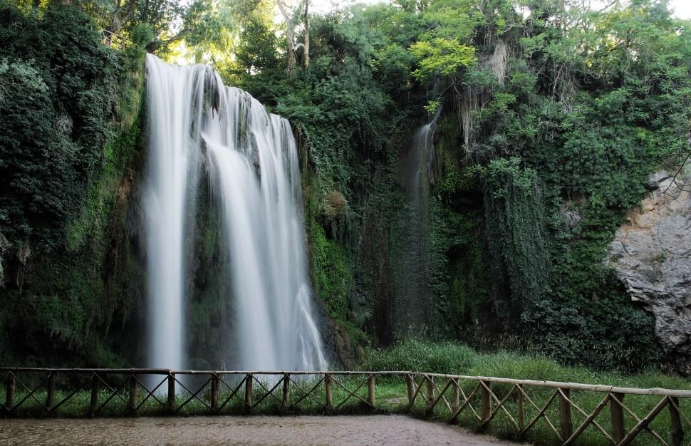 Avenida del viajero monasterio de piedra un lugar m gico for Estanques con cascadas de piedra
