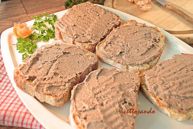 Crostini toscani ai fegatini di pollo ricetta tradizionale di bruschette e patè
