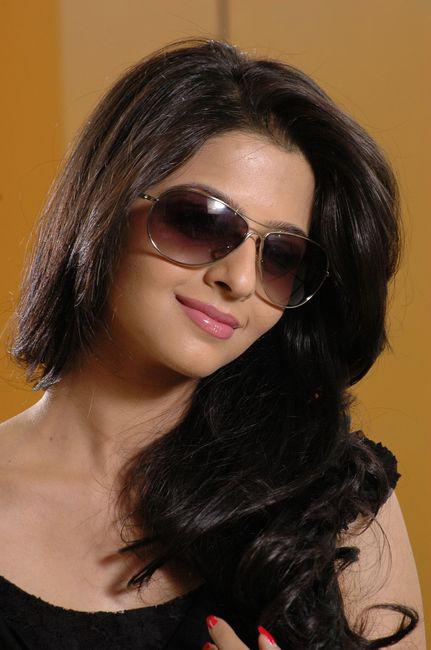 Vedhika in Black Dress Cute Picture Photo Shoot - N/W  Vedika-Hot-Photoshoot-Stills-CF-01