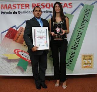 Recebimento do Prêmio Melhor do Estado de Santa Catarina no seguimento de Podologia - Troféu e Certificado.
