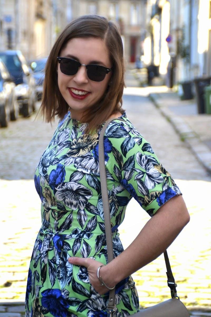 robe a fleur bleu et verte Sheinside, stan smith et sac like proenza schouler