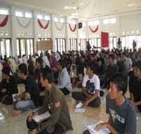 LMuS 2011 di aula Fatih Putri. Peserta hampir mencapai 250 pelajar, perwakilan dari SMP dan SMA