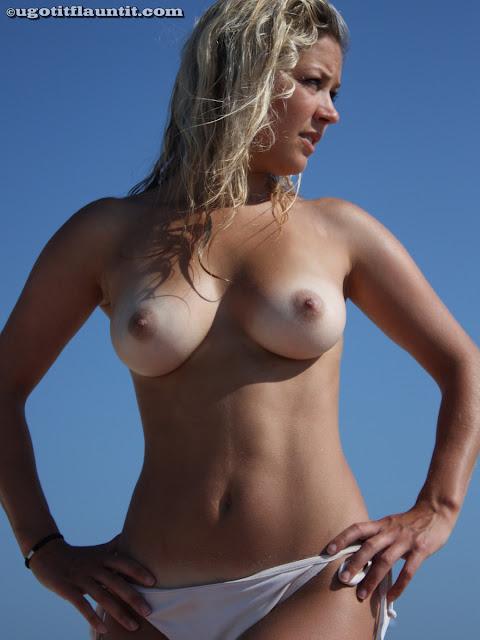 FotosNua.Com loirinha peituda na praia