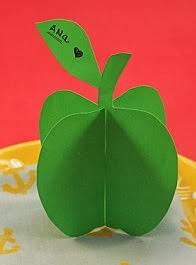 http://lasmanualidades.imujer.com/6641/como-hacer-una-tarjeta-3d