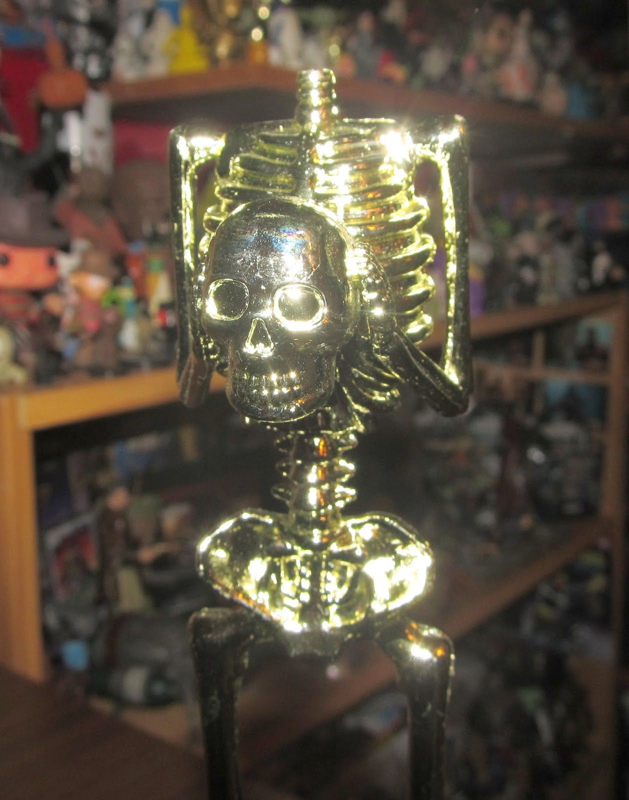 This is a Best Costume trophy that features a decapitated skeleton holding its own head! & Goodwill Hunting 4 Geeks: Countdown to Halloween Day 20: Clones ...