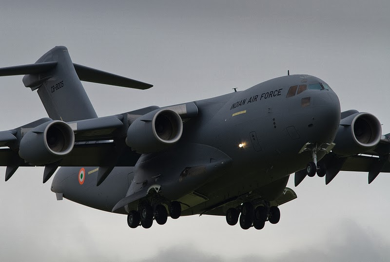 Jumbo U S  Military Transport Plane • C-17 Globemaster III - YouTube