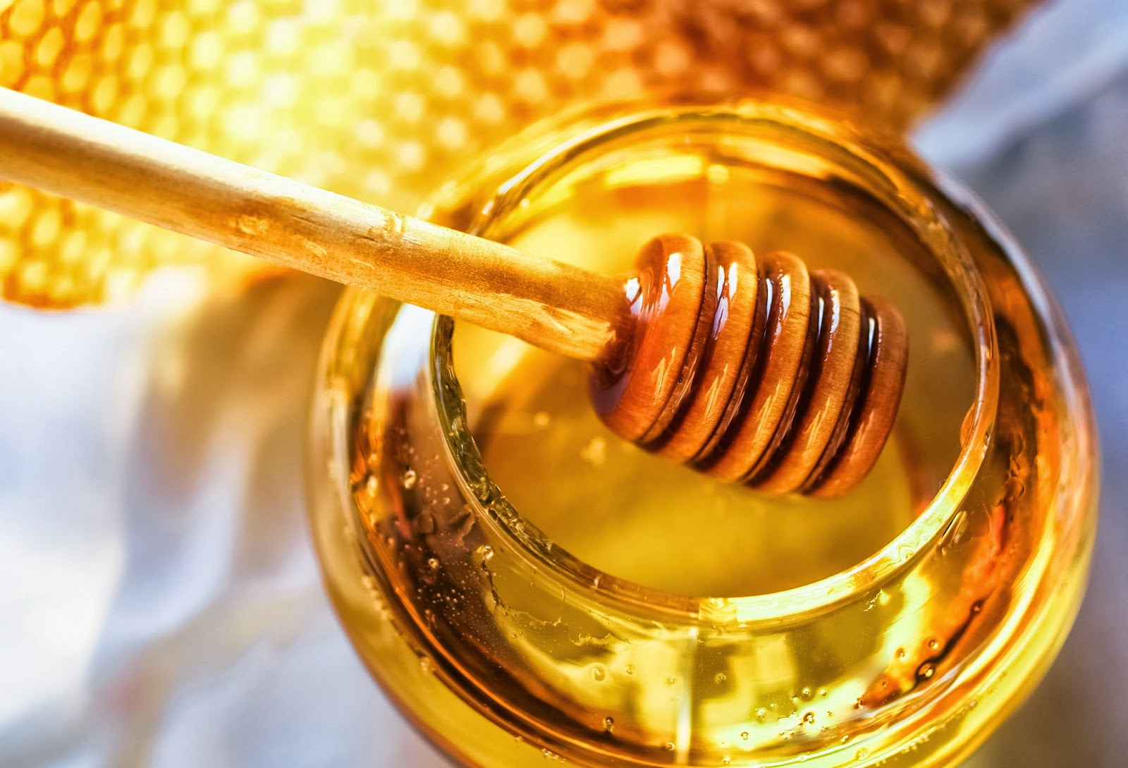 honey removes toxins, restores antioxidants, fructose