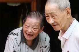 Lei que obriga a cremação de cadáveres, motivou o suicídio de 6 idosos na china. O país tem tradição milenar na construção de túmulos para sepultar seu mortos.