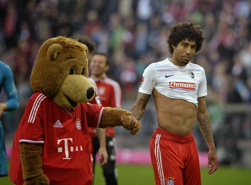 the lonely dreamer berni the bear wants to leave bayern. Black Bedroom Furniture Sets. Home Design Ideas