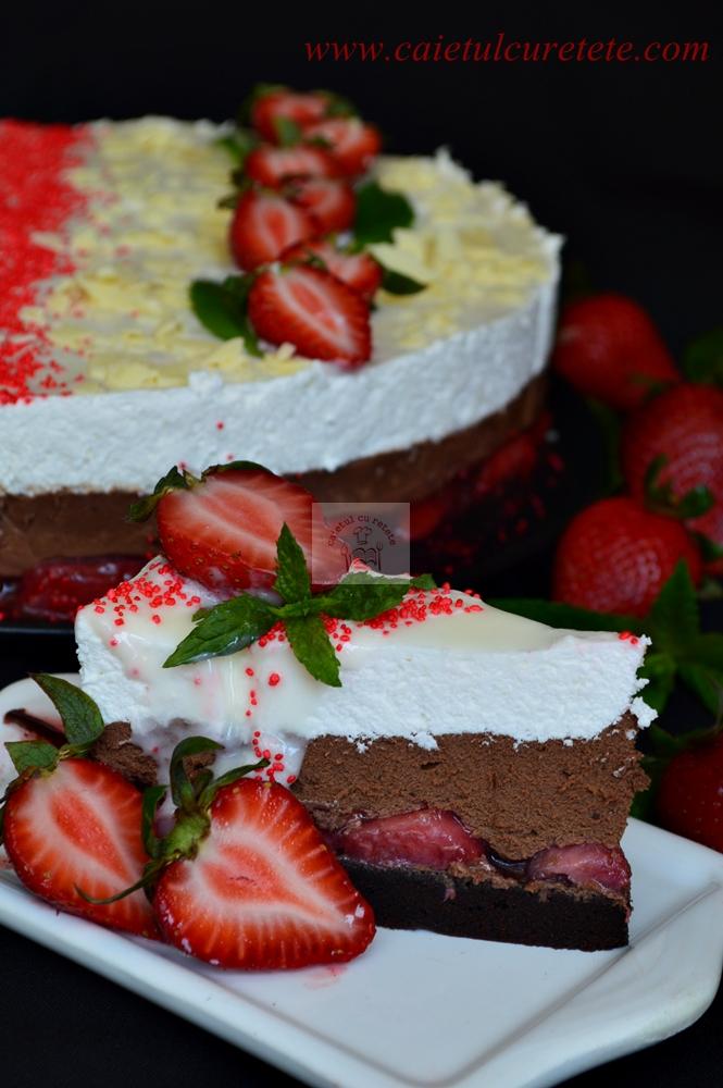 http://www.caietulcuretete.com/2015/05/tort-cu-mousse-de-ciocolata-si-capsuni.html
