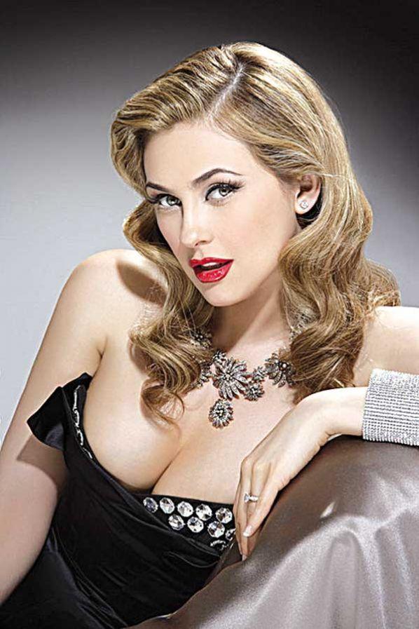 Aracely Arámbula posa desnuda para Playboy %25EF%25BB%25BFAraceli+Ar%25C3%25A1mbula