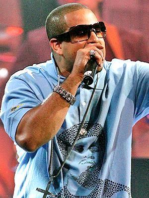 Julio Voltio cantando