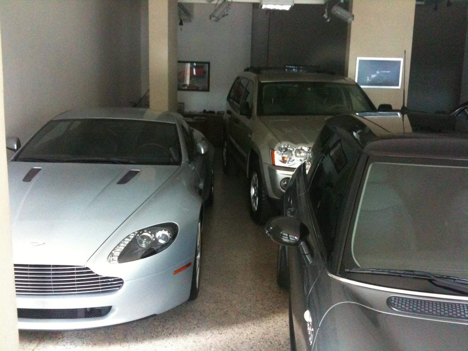 Fierros en la calle: Aston Martin Vantage V8 on