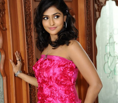 Ramya nambeesan hot sleveless dress stills