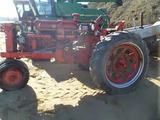International 560 tractor parts