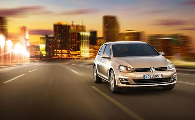 La nuova Volkswagen Golf 7 sulla strada (anteriore)