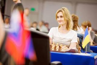 Echecs à Kazan: Viktorija Cmilyte (2508) annule avec les Blancs contre Kateryna Lahno (2546) lors de la ronde 1 - Photo © Fide