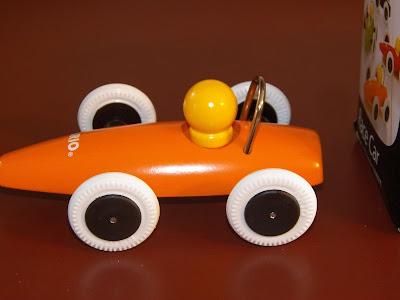 Brio Classic Wooden Car Picture4